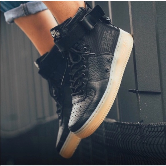 official photos 4bbb7 0511e Nike sf air force 1 mid sneakers NWT